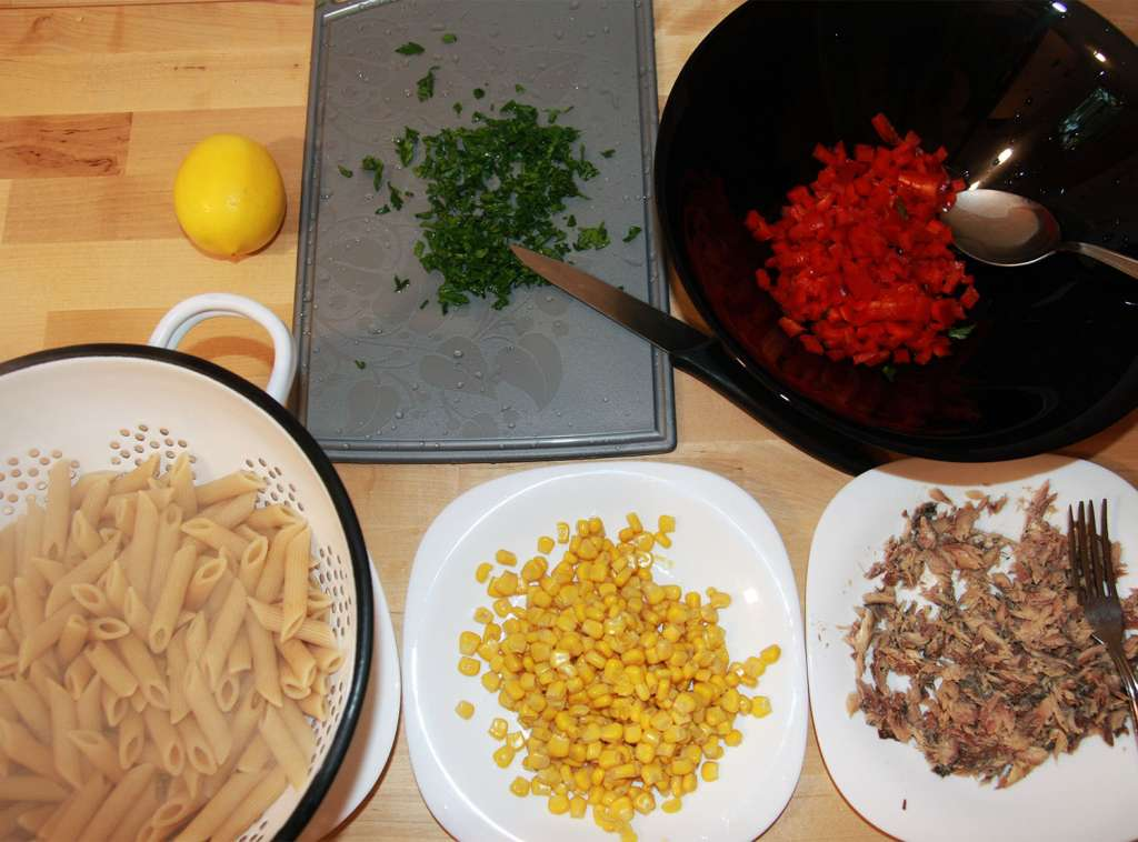Ingrediente salata paste cu peste, cu porumb